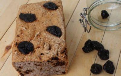 Chleb gryczany z suszoną śliwką